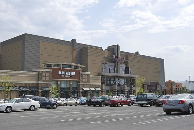 Colonie Center By UpstateNYer (Own work) [CC BY-SA 3.0 (https://creativecommons.org/licenses/by-sa/3.0)], via Wikimedia Commons