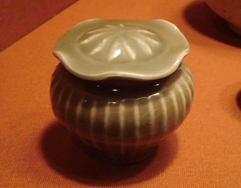 File:Covered jar, Longquan celadon stoneware, Yuan Dynasty.jpg