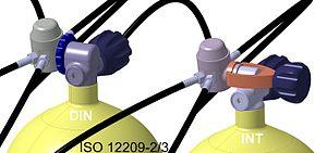 Diving cylinder - Regulators with DIN-valve (left) and yoke-valve (right)