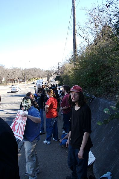 File:Dallas Scientology Raid 2-10-08 11.jpg