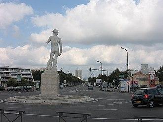 Replica of Michelangelos David   Delaware Park north of