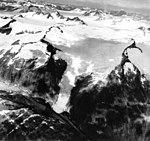 Dawes Glacier, icefield and mountain glaciers, August 29, 1971 (GLACIERS 5397).jpg