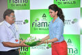 Deepika promotes 'Cocktail' at Reliance store 02.jpg
