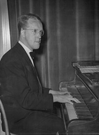 Derek Hilton 1950.jpg