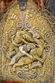 Detaljbild på axelgehäng av guld och silverbroderi - Livrustkammaren - 86758.tif