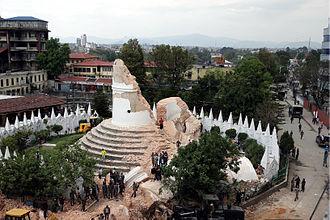 Dharahara - Image: Dharhara after Nepalquake 12