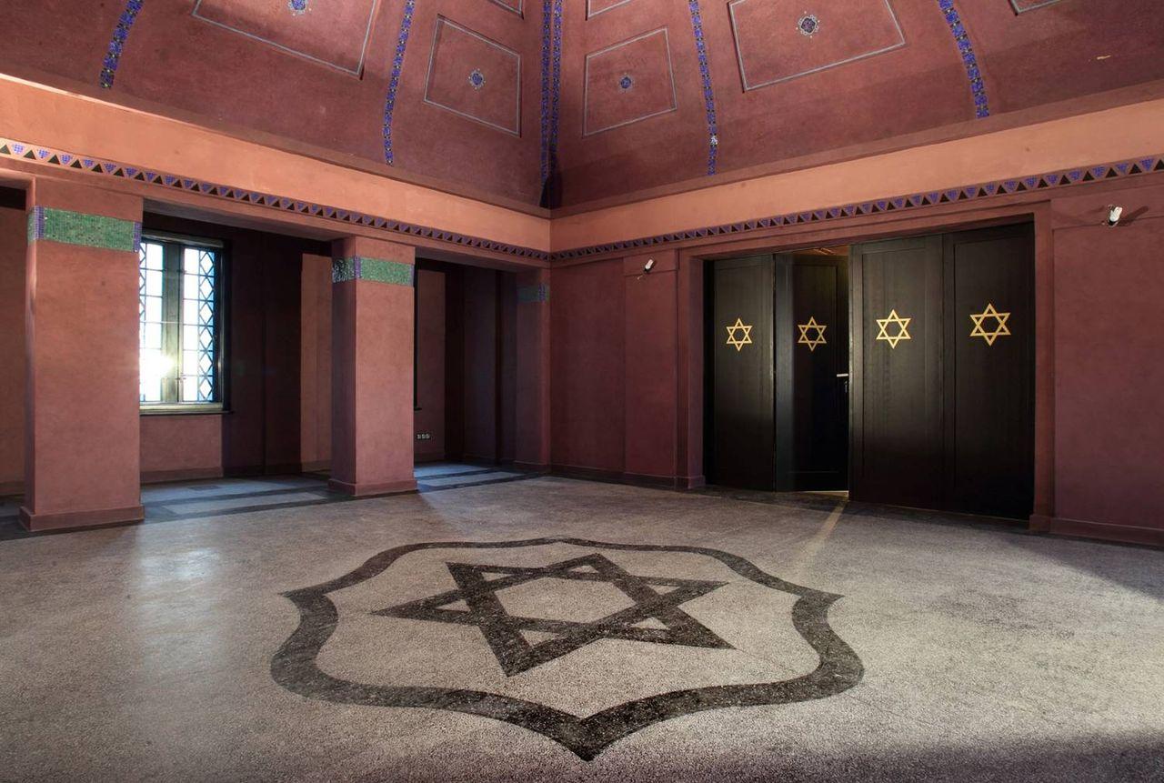 Die Haupthalle der Bet Tahara in Olsztyn.jpg