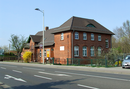 Dorfschule mit Nebengebäude