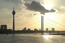 Düsseldorfs silhuet set fra bydelen Oberkassel