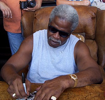 Earl Campbell autograph signing in Kerrville, ...