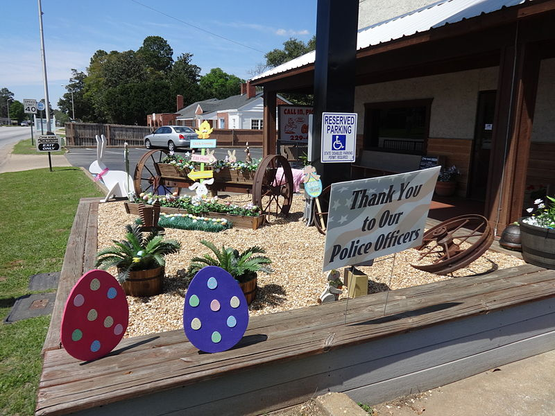 File:Easter decorations, Open Roads Smokehouse, Albany.JPG