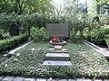 Ehrengrab Bergstr 38 (Stegl) Alexander Hasenclever.jpg