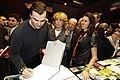 El fotografo Fernando Manso firma su libro para Esperanza Aguirre en FITUR 2009.jpg