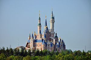 Shanghai Disneyland Park - Image: Enchanted Storybook Castle of Shanghai Disneyland