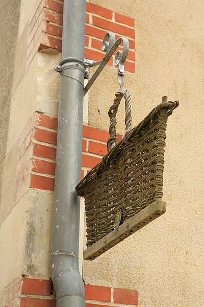 Sign hanging in the village of basketry, in Villaines-les-Rochers