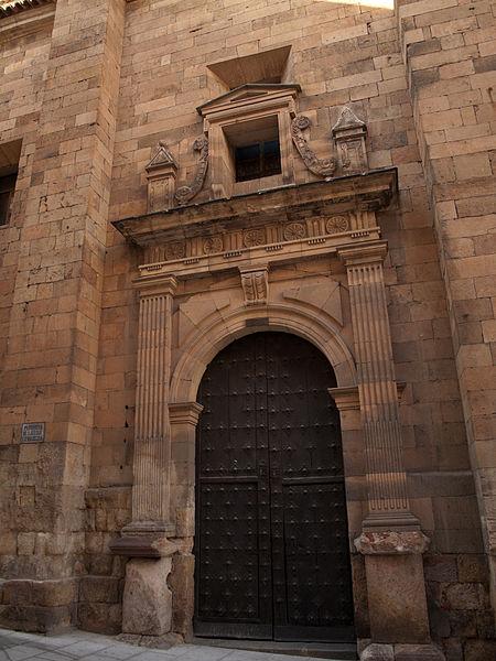 File:Entrada Parroquia de San Julián.jpg