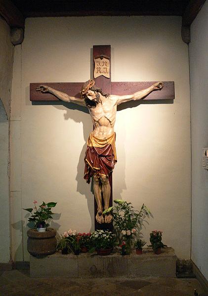 File:Essen Kreuzgang 3 Kruzifix.jpg