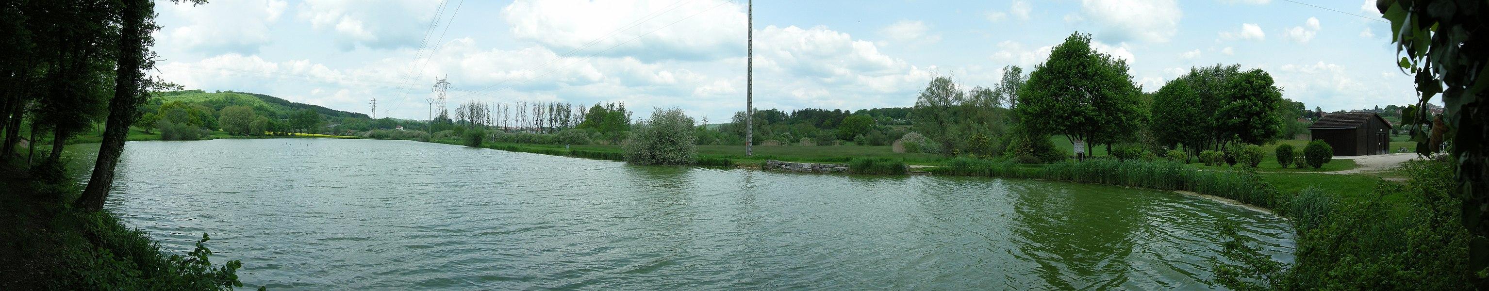 Panorama vu depuis l'étang du Ruderop.