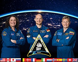 Expedition 57 crew portrait (new).jpg