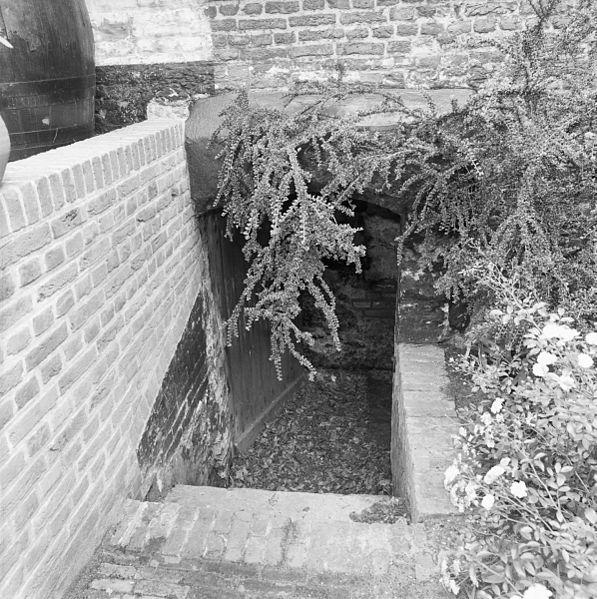 file exterieur trap naar kelder oostvoorne 20300173