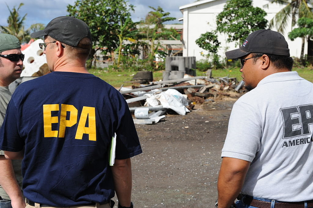 FEMA - 42030 - EPA representatives in American Samoa