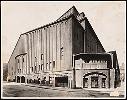 Großes Schauspielhaus, Hans Poelzig (1869-1936) [CC0], via Wikimedia Commons