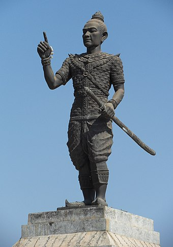 A statue of Fa Ngum, founder of the Lan Xang kingdom Fa Ngum-Vtne1.JPG