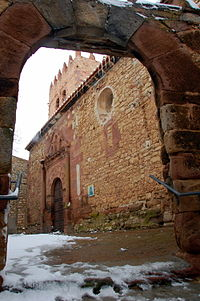 Fachada de la iglesia de Pozondón (Teruel).jpg