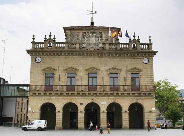 Irungo udaletxea. Autor Uranzu. wikimedia.org
