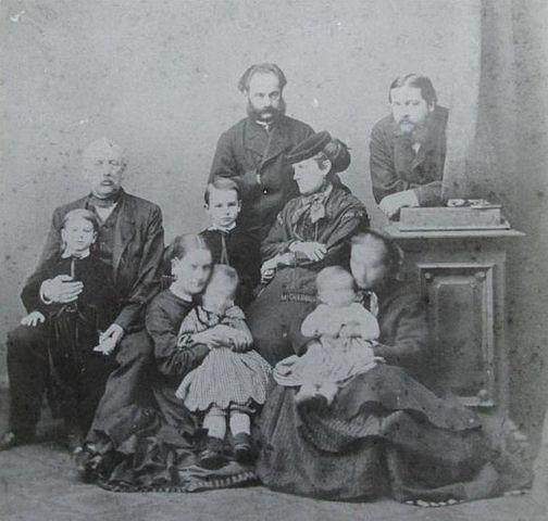 Александр Аркадьевич Суворов с семьей дочери Любови и сыном Аркадием