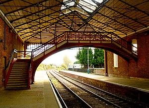 Filey railway station - Image: Filey Station Footbridge and Platform geograph.org.uk 1546907