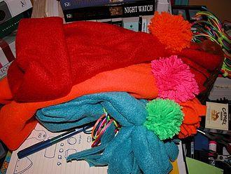 https://upload.wikimedia.org/wikipedia/commons/thumb/2/2e/Fleece_hats.jpg/330px-Fleece_hats.jpg