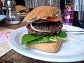 Flickr - cyclonebill - Burger med guacamole og gorgonzola.jpg