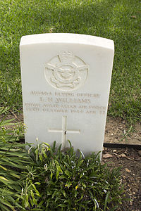 Flying Officer L H Williams gravestone in the Wagga Wagga War Cemetery.jpg
