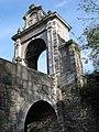 Fontaine-l'Evêque - Pont et portail du château.JPG