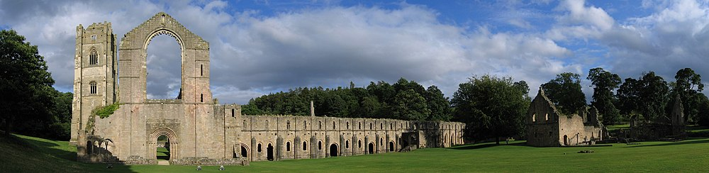 Widok na Fountains Abbey