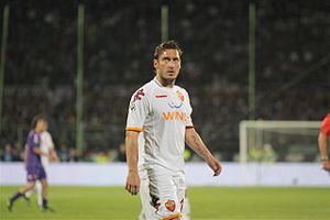 Francesco Totti - Totti playing against Fiorentina in 2009 during the final year of Spalletti's first spell with Roma