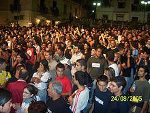 Gente che balla alla Tarantella Power del 2005, ora Kaulonia Tarantella Festival