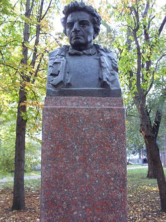 George Călinescu - Cǎlinescu bust at the Alley of Classics, Chişinău