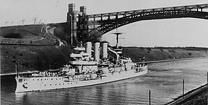 German battleship Hessen passing under the Levensau Bridge while transiting the Kiel Canal, circa 1925-1934 (NH 88049).jpg