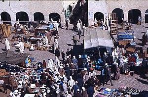 Outline of Algeria - Local market in Ghardaïa (1971).