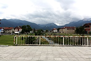 Glazne-river-through-Bansko.jpg