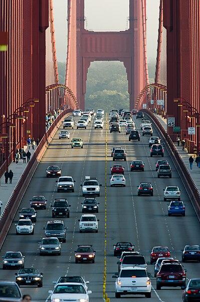 Vista de los carriles del puente Golden Gate de San Francisco.