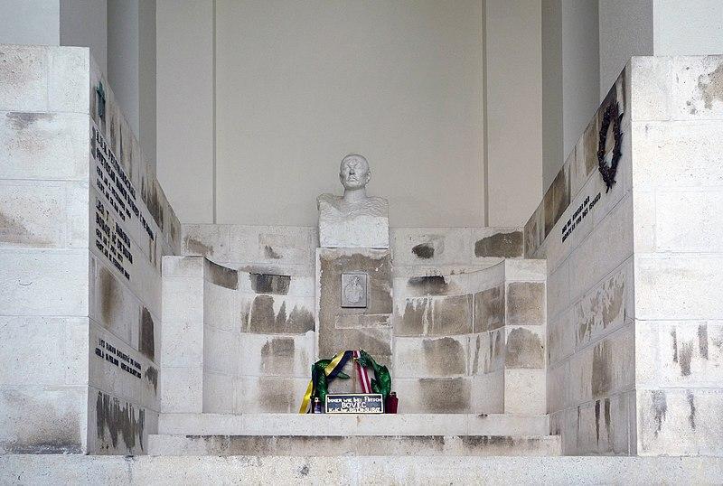 File:Grab von Svetozar Boroëvic von Bojna auf dem Wiener Zentralfriedhof.jpg