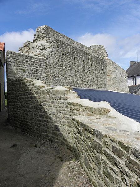 Château de Guémené-sur-Scorff (56). Jeu de Paumes et Tour du Grand-Rempart. Vue extérieure.