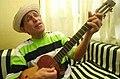 Gualberto Ibarreto cantando.jpg