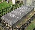 Guernsey 2011 055, Fort George, Auld grave.jpg