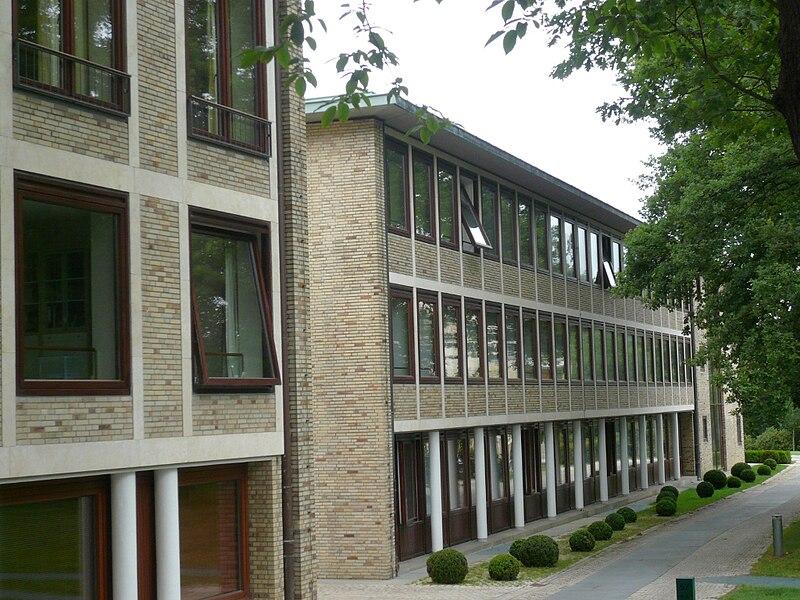 File:Hamburg.Othmarschen.Haus K in O.Verwaltung.wmt.jpg