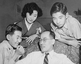 Hideki Yukawa - Yukawa with family in 1949