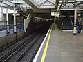 High Street Kensington stn bay platform 3 look north.JPG